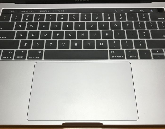 MacBook Proキーボードカバー装着した写真