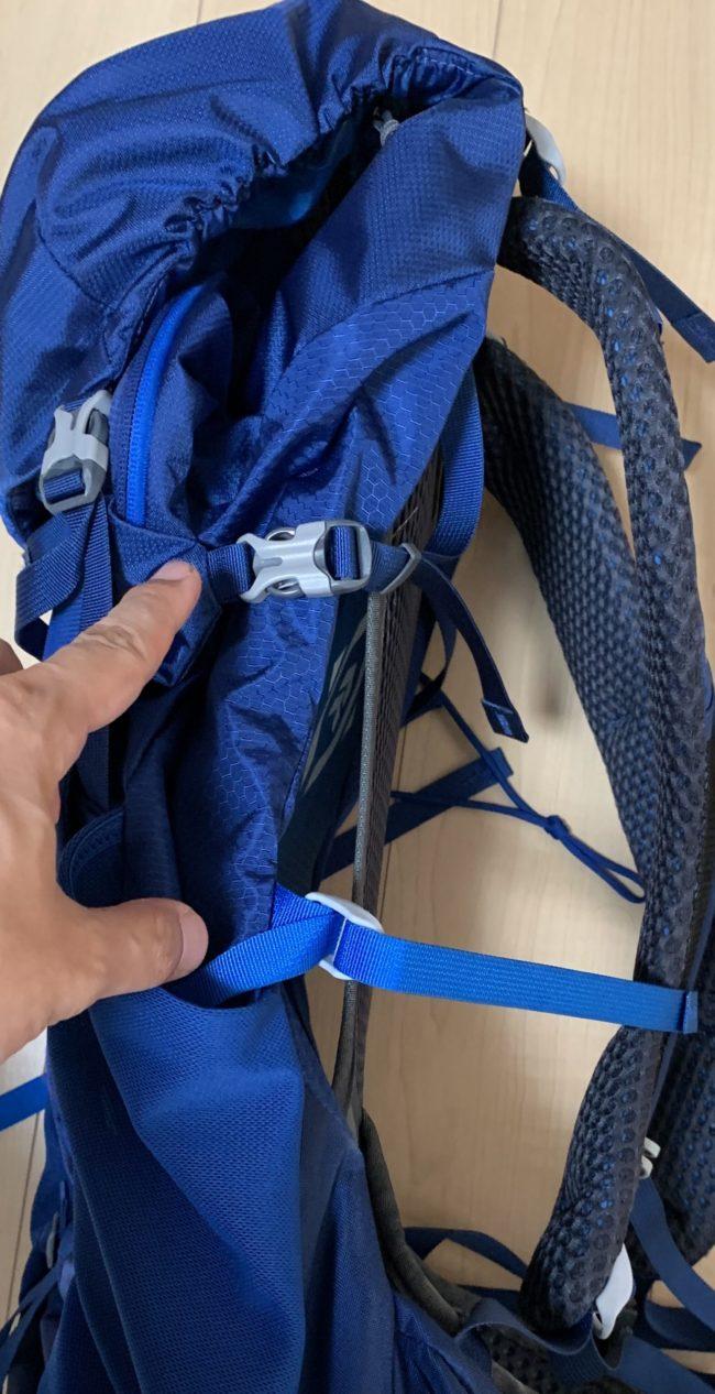 グレゴリーのZULUで荷物が軽く背負える秘密はリュックの厚みを変えられることにあるのだ。2本のアジャスターで調整。