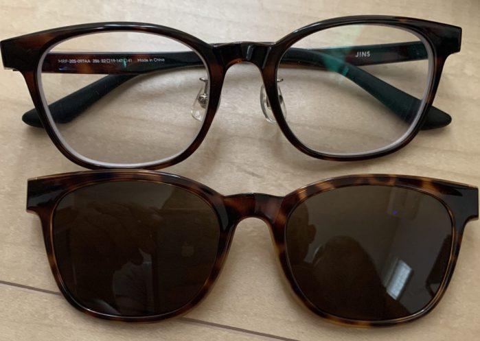 JINS Switch Flip Up ウェリントンのメガネ本体とサングラスプレートの画像。色はブラウンデミ。