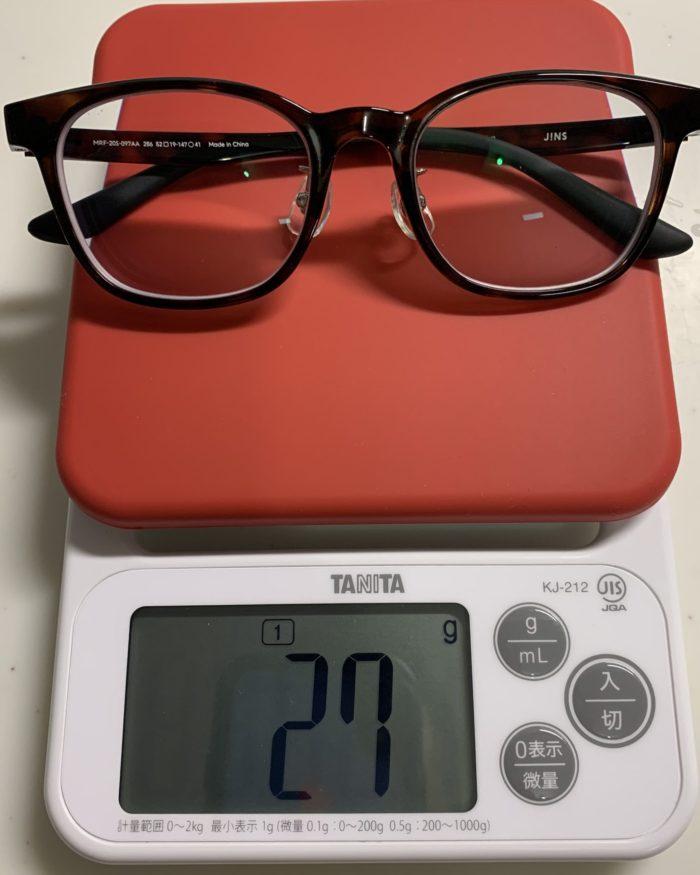 JINS Switch Flip Up ウェリントンのメガネ本体の重さは27gです。