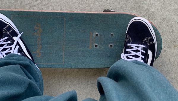 後ろ足をデッキからはみ出さなくても実はショービットってできます。その時の後ろ足(右足)のスタンスの写真。