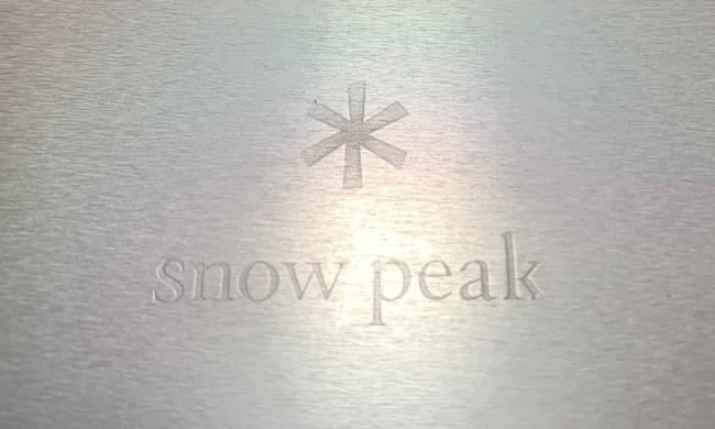 snow peakのパーソナルクッカーセット(4点セット)SCS--020のフライパン裏側に付いているスノーピークのロゴマーク。アルミが美しいですね。