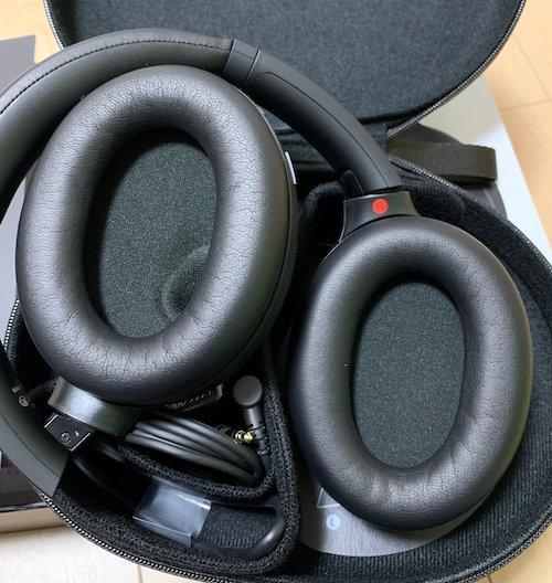 SONYのWH-1000XM4のイヤークッション。非常に疲れにくい素材です。耳なじみが良い。